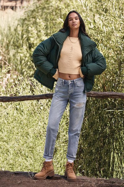 90s Clothing Outfits You Can Buy Now Distressed Mom Jeans in Light Denim Size 30 $39.99 AT vintagedancer.com