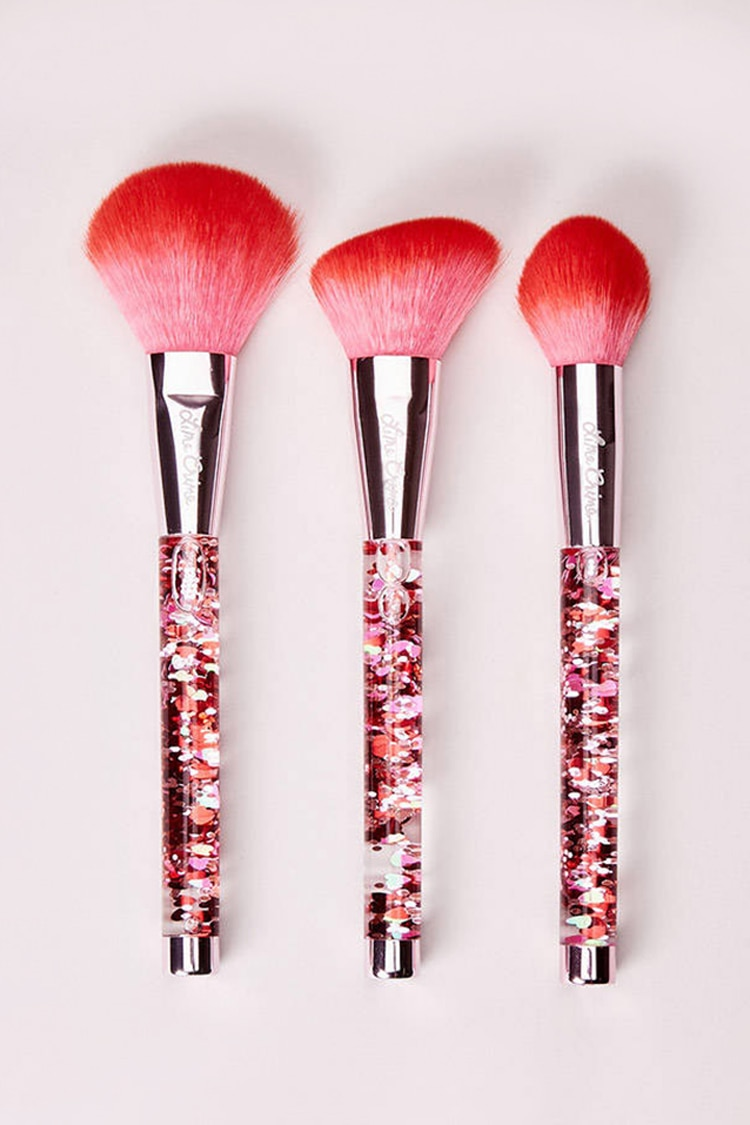 Forever 21 coupon: Hot Stuff Brush Set in Red